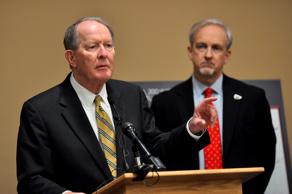 U.S. Sens. Alexander, Scott key in growing push to include school choice in federal relief bill